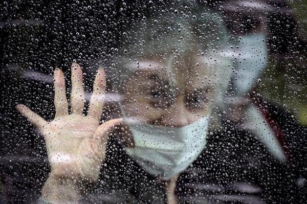 Những hình ảnh đầu tiên khi nước Mỹ bước vào hai tuần lễ đau đớn: 96% dân số ở nhà, hơn 236.000 người nhiễm Covid-19 và 5.700 người tử vong-21