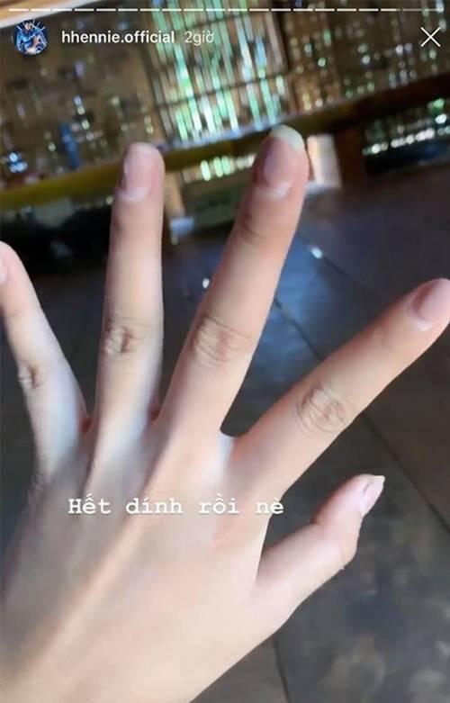 Tạm biệt móng tay nhem nhuốc như H'Hen Niê, Chúng Huyền Thanh với 3 mẹo tự làm nail tại nhà-1