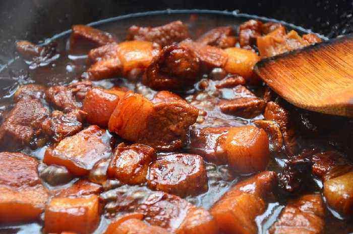 Kho thịt đừng cho nước và muối từ đầu, làm trước những điều này thịt sẽ mềm, ngon không béo-2