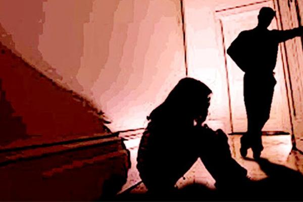 Bố mẹ tật nguyền, bé gái 13 tuổi bị dượng xâm hại trong suốt thời gian dài, người nhà biết chuyện cũng không vội báo án-1