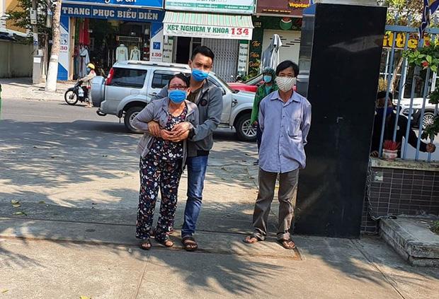 Mẹ già bật khóc cạnh quan tài chiến sỹ hi sinh khi truy đuổi nhóm đua xe: Mới tối hôm trước, Tuấn còn đưa 2 con nhỏ về ăn với mẹ bữa cơm...-2