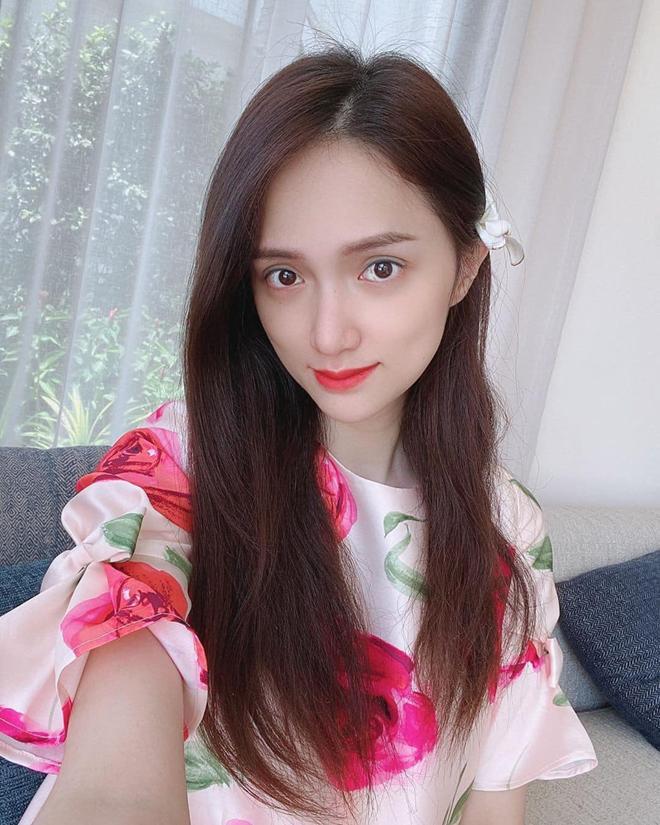 Hô biến mái tóc đơn giản, gọn gàng cùng 5 món phụ kiện xinh yêu được sao Việt lăng xê-14
