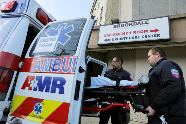 Nữ y tá nhiễm Covid-19 bị sốc trước thái độ của các đồng nghiệp, đau đớn vì không được thở máy dù bệnh tình nguy kịch-1