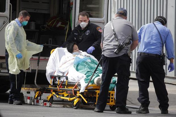 Nữ y tá nhiễm Covid-19 bị sốc trước thái độ của các đồng nghiệp, đau đớn vì không được thở máy dù bệnh tình nguy kịch-2