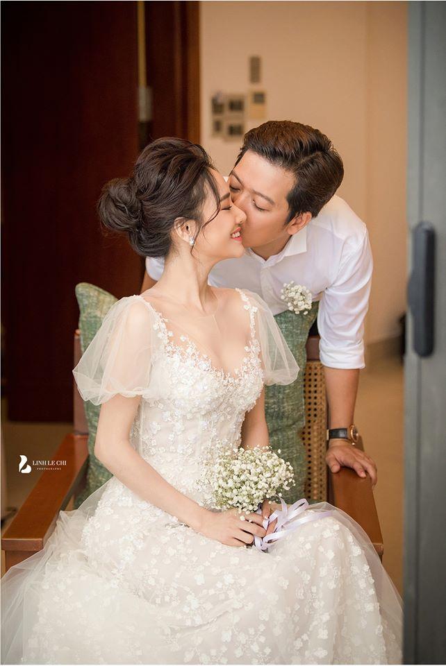 Hé lộ thêm hình ảnh hiếm trong lễ đính hôn bí mật cho thấy Trường Giang yêu chiều Nhã Phương đến cỡ nào-1