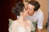 Hé lộ thêm hình ảnh hiếm trong lễ đính hôn bí mật cho thấy Trường Giang yêu chiều Nhã Phương đến cỡ nào