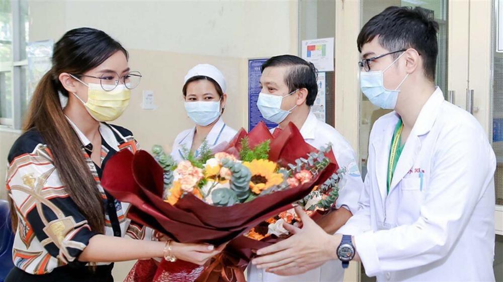 Em chồng Tăng Thanh Hà kể quá trình cách ly vì nhiễm COVID-19, được bác sĩ chăm ngày 3 bữa-1