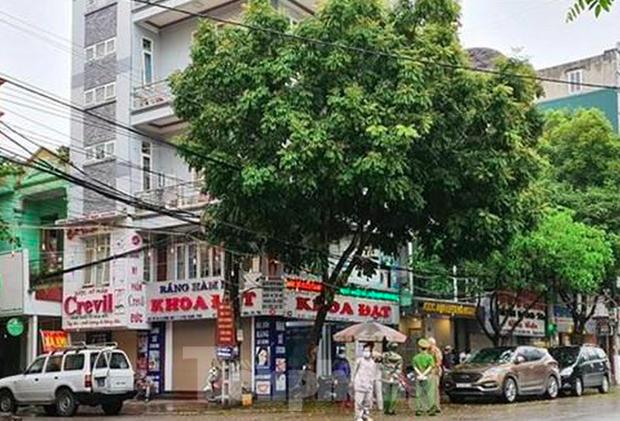 Hơn 20 người tại Ninh Bình tiếp xúc gần với bệnh nhân COVID- 19 người Thuỵ Điển-1