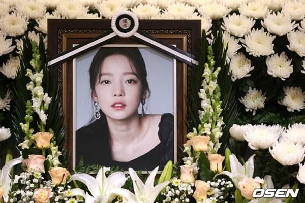 Căm phẫn trước lời kể của anh trai Goo Hara: Mẹ ruột vui vẻ xin chụp ảnh với người nổi tiếng trong đám tang con gái-3