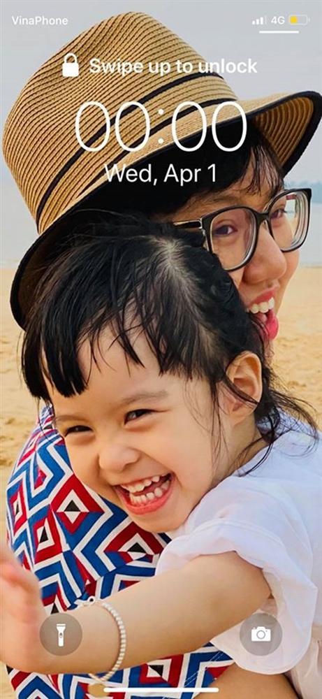 Ít khi chia sẻ chuyện gia đình, MC Diễm Quỳnh đã hé lộ ảnh hiếm hoi về 2 con gái trong lúc kêu gọi phòng chống dịch-1