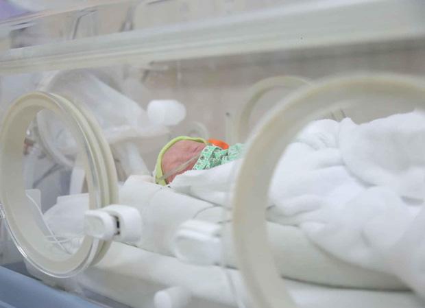 Sản phụ đang cách ly vì từng khám thai tại Bệnh viện Bạch Mai sinh 3-1