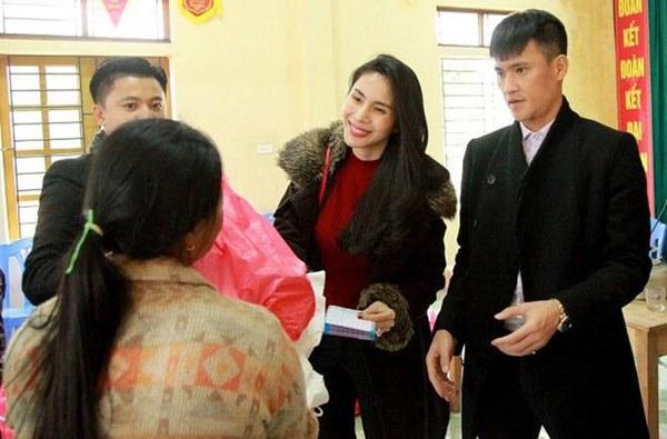 Bị thắc mắc không làm từ thiện ở quê nhà Công Vinh, Thủy Tiên lên tiếng: Nghe là biết yêu chồng đến mức nào!-3