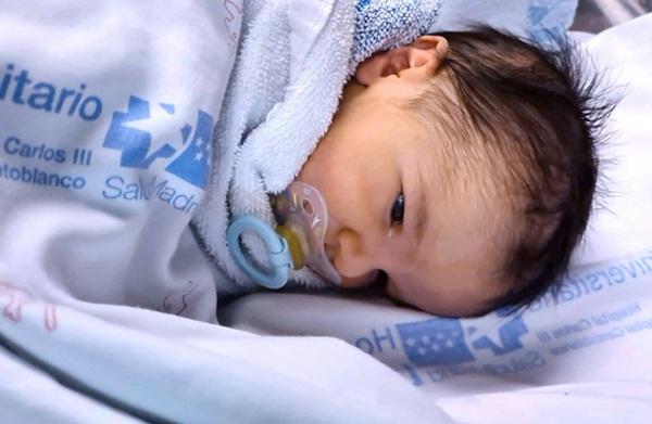 Sinh con trai đầu lòng trong lúc nhiễm Covid-19, bà mẹ phải cách ly từ xa và không được chạm vào em bé-2