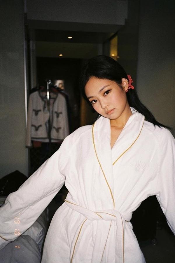 Chỉ đơn giản là diện áo choàng tắm, mỹ nhân Việt - Hànsống ảo cực nghệ-2