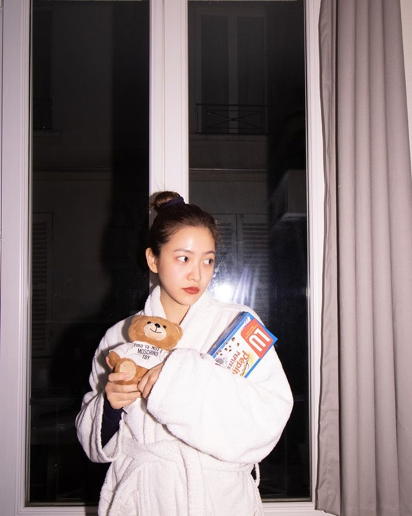 Chỉ đơn giản là diện áo choàng tắm, mỹ nhân Việt - Hànsống ảo cực nghệ-3