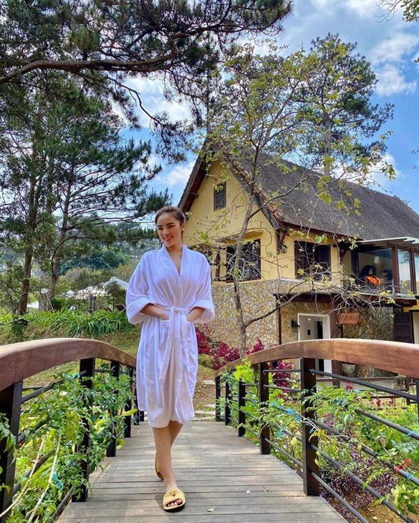 Chỉ đơn giản là diện áo choàng tắm, mỹ nhân Việt - Hànsống ảo cực nghệ-5