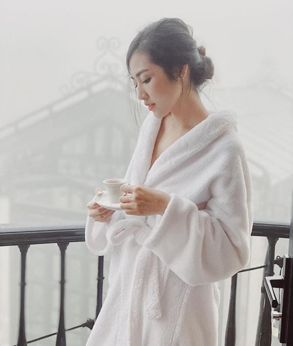 Chỉ đơn giản là diện áo choàng tắm, mỹ nhân Việt - Hànsống ảo cực nghệ-8