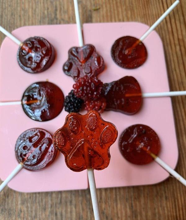 Phan Như Thảo khéo taytự làm kẹo mút thơm ngon cho con gái-9