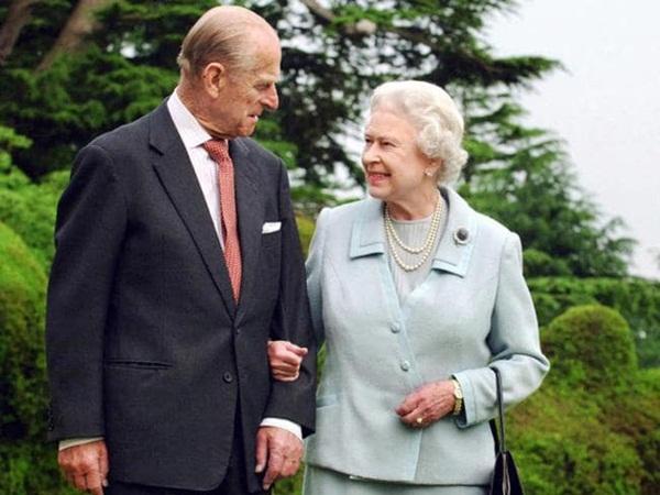 Nữ hoàng Anh lần đầu xuất hiện công khai phát biểu về Covid-19 sau thời gian ở ẩn-2