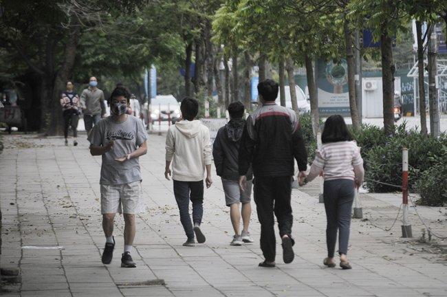 Phạt 15 triệu đồng 2 người ra ngoài đường không có việc cấp thiết-1