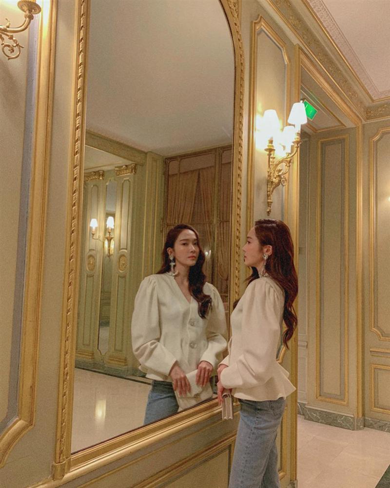 Jessica là fan cứng của áo blouse trắng và nhờ đó, chị em sẽ chấm được những kiểu đáng diện nhất-2