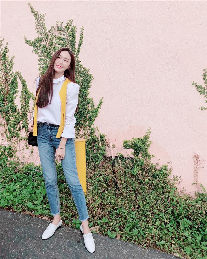 Jessica là fan cứng của áo blouse trắng và nhờ đó, chị em sẽ chấm được những kiểu đáng diện nhất-10