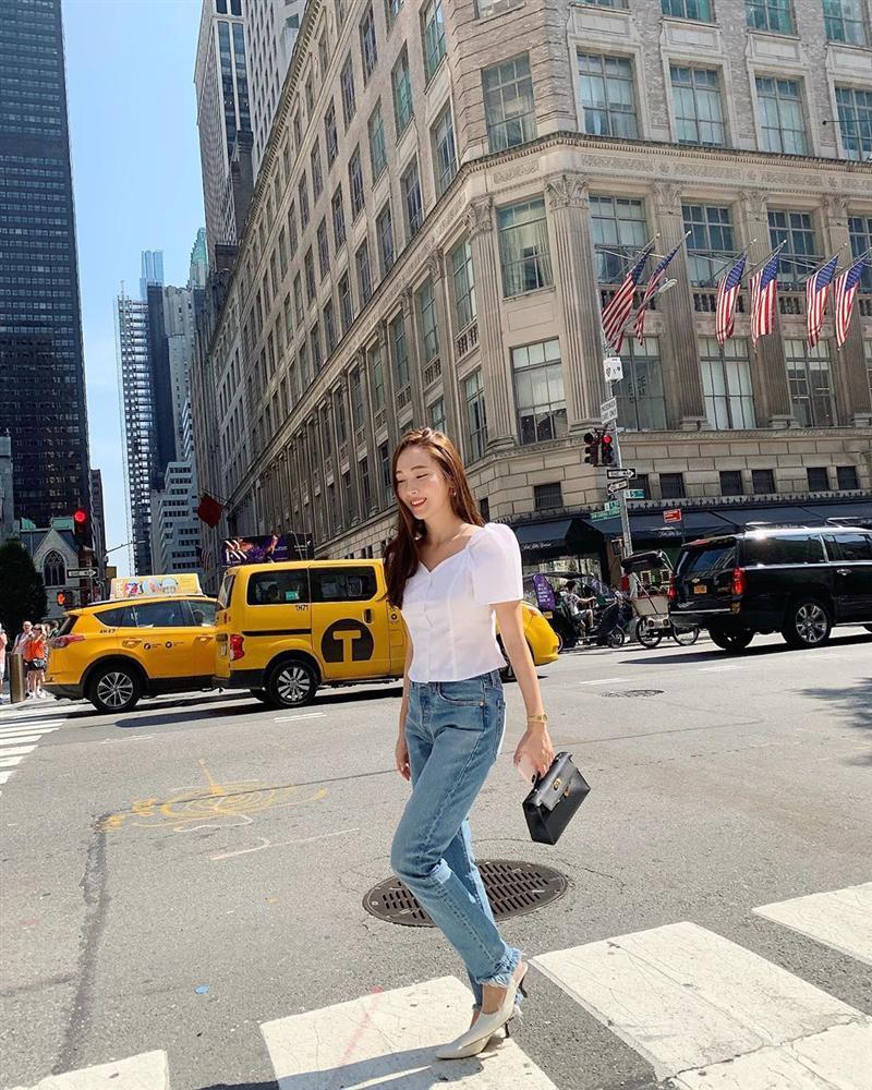 Jessica là fan cứng của áo blouse trắng và nhờ đó, chị em sẽ chấm được những kiểu đáng diện nhất-9