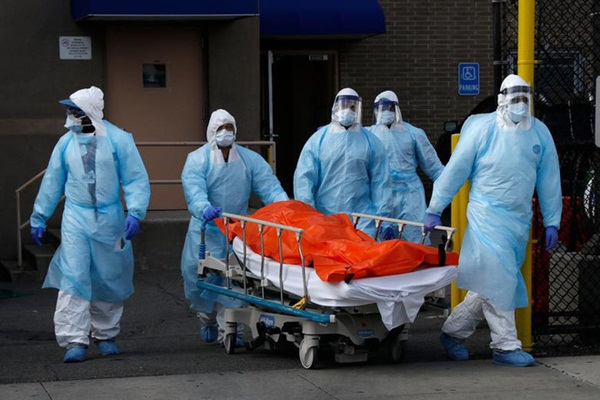 Hình ảnh đau thương tại tâm dịch New York: Thi thể nạn nhân COVID-19 xếp hàng chật hành lang bệnh viện-2