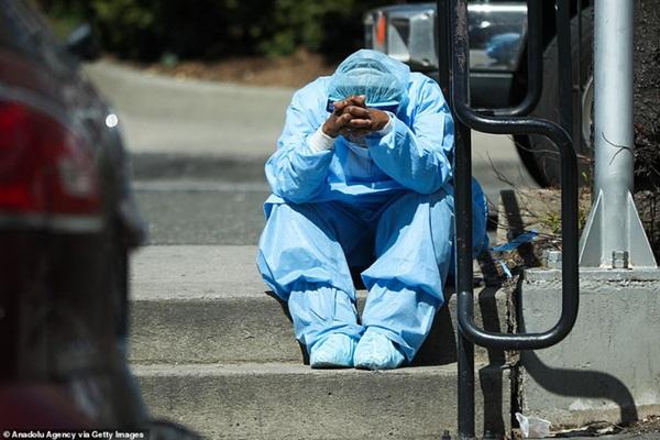 Hình ảnh đau thương tại tâm dịch New York: Thi thể nạn nhân COVID-19 xếp hàng chật hành lang bệnh viện-8