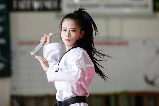 Hot girl taekwondo Châu Tuyết Vân khoe bụng 6 múi nhờ ở nhà mùa dịch-2