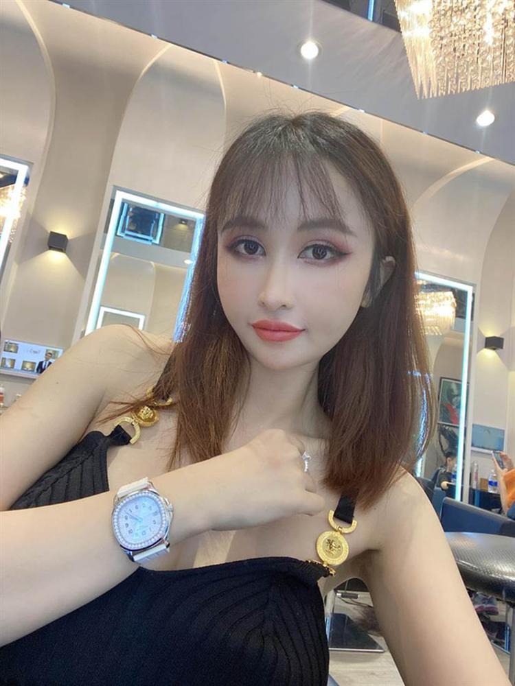 """Vợ 2 đại gia Minh Nhựa bật mí mua hàng chợ"""" khi bạn khen đồng hồ hiệu, dây chuyền Chanel: Fake này ở đâu cho tụi em mua chung với-3"""