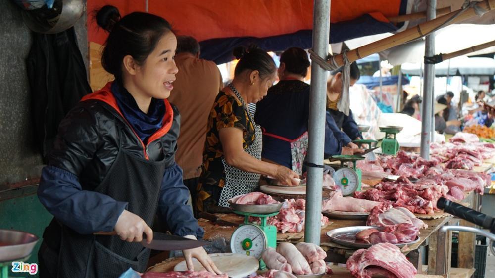 Vì sao lợn hơi xuống 70.000 đồng/kg, giá thịt bán ra vẫn cao?-2