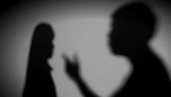 Cuộc đời địa ngục của bé gái 14 tuổi: Bị bố dượng xâm hại nhiều lần, mẹ ruột biết chuyện lại đánh và bảo con xin lỗi kẻ ác-1