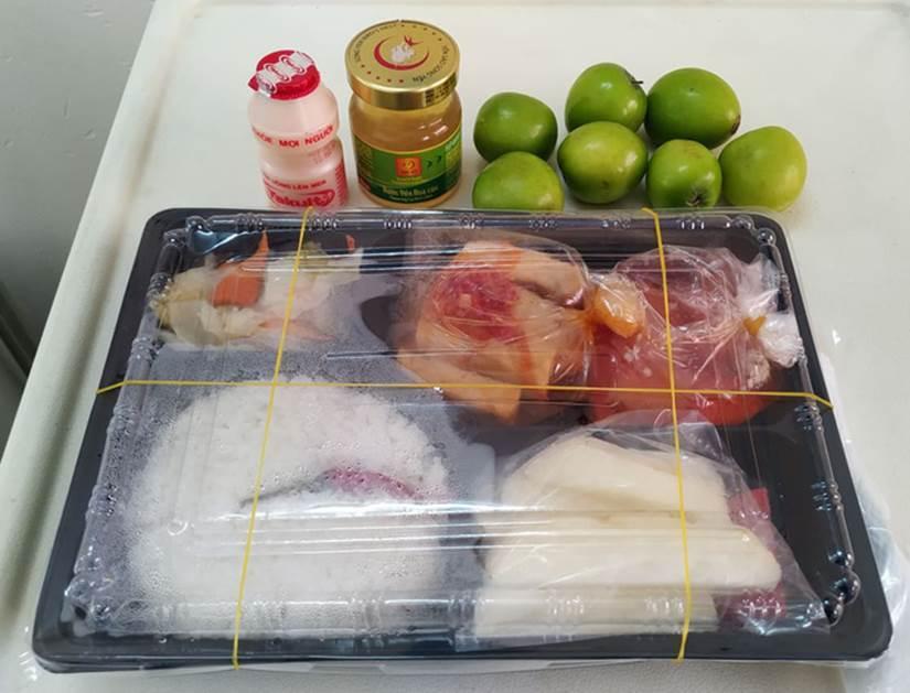 Những phần cơm cách ly bắt mắt và đầy đủ dinh dưỡng gây sốt MXH: Thực đơn thay đổi liên tục, có thêm cả nho Úc, táo Canada-4