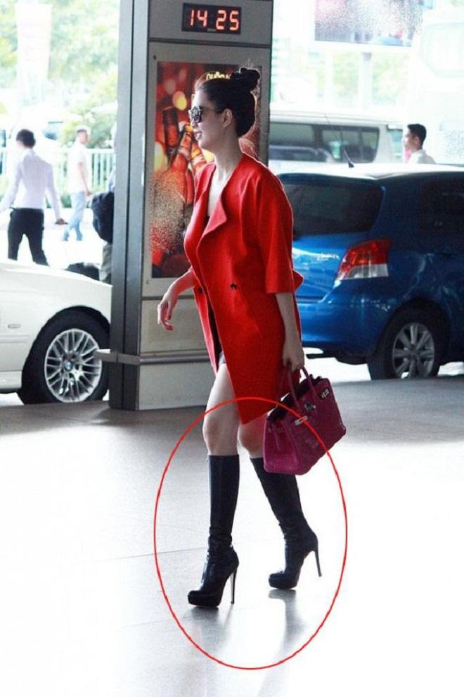 """Nhìn lại mới thấy style sân bay của sao Việt khi xưa thật mắc mệt"""": Người tương hẳn váy dạ hội, người leo guốc 20cm-1"""