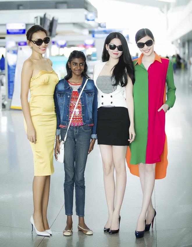 """Nhìn lại mới thấy style sân bay của sao Việt khi xưa thật mắc mệt"""": Người tương hẳn váy dạ hội, người leo guốc 20cm-10"""