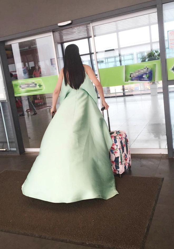 """Nhìn lại mới thấy style sân bay của sao Việt khi xưa thật mắc mệt"""": Người tương hẳn váy dạ hội, người leo guốc 20cm-6"""