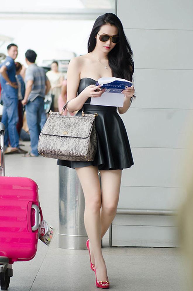 """Nhìn lại mới thấy style sân bay của sao Việt khi xưa thật mắc mệt"""": Người tương hẳn váy dạ hội, người leo guốc 20cm-8"""