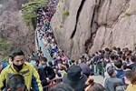 20.000 người Trung Quốc chen lấn trên núi Hoàng Sơn