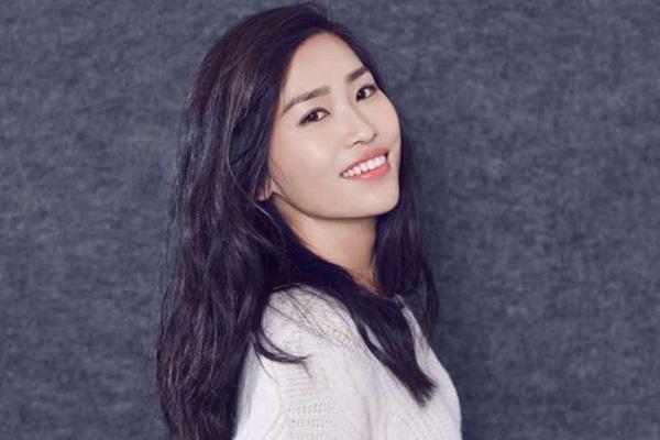 Con gái Trương Nghệ Mưu: Tuổi thơ bất hạnh vì bố mẹ ly hôn, đòi từ mặt cha khi bị cấm yêu-5
