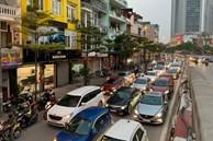 Tròn 1 tuần thực hiện giãn cách xã hội, đường phố Hà Nội bất ngờ đông đúc trở lại: Lạc quan thái quá thành chủ quan?
