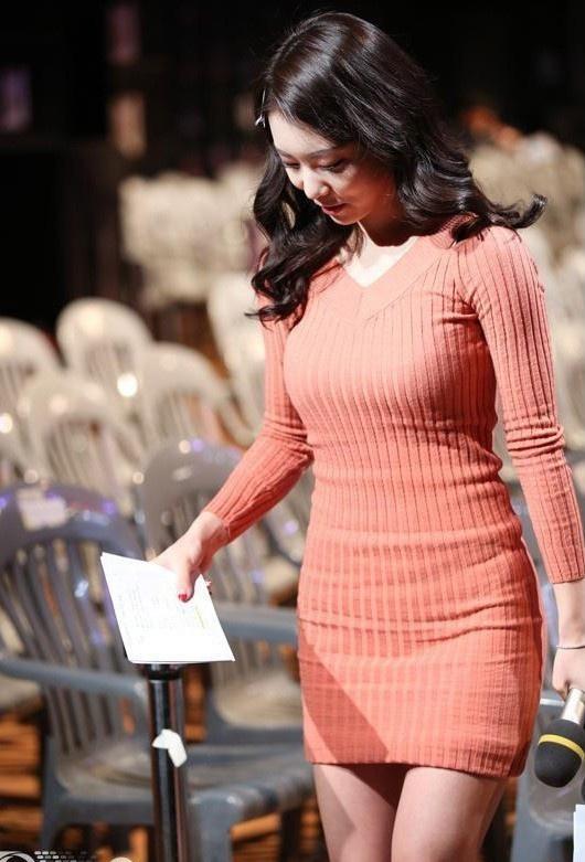 Vợ kém 17 tuổi của So Ji Sub thích mặc váy bó sát khoe dáng thon gọn-6