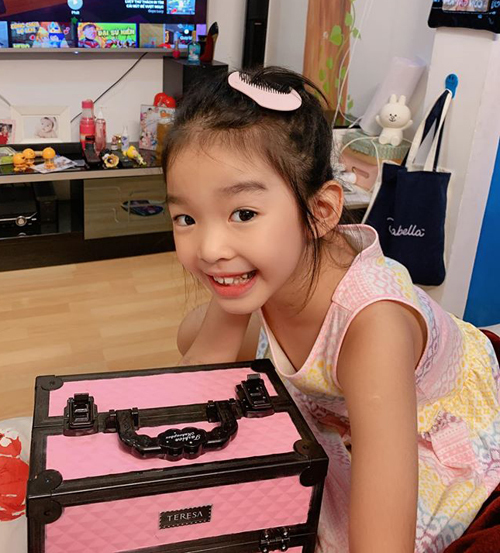 Con gái mỹ nhân Việt bé tí đã sành sỏi làm điệu-4