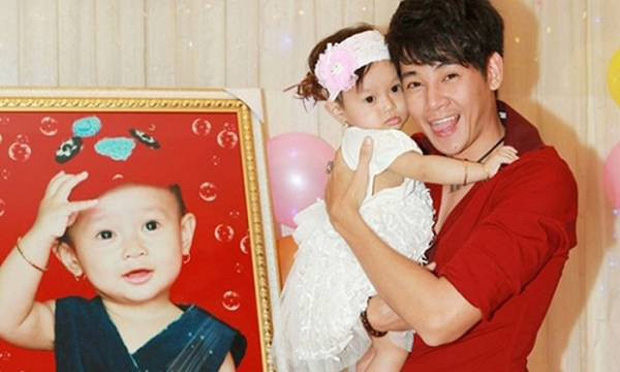 Nghẹn ngào hình ảnh gia đình hạnh phúc hiếm hoi của Phùng Ngọc Huy và cố diễn viên Mai Phương: Nụ cười nói lên tất cả!-4