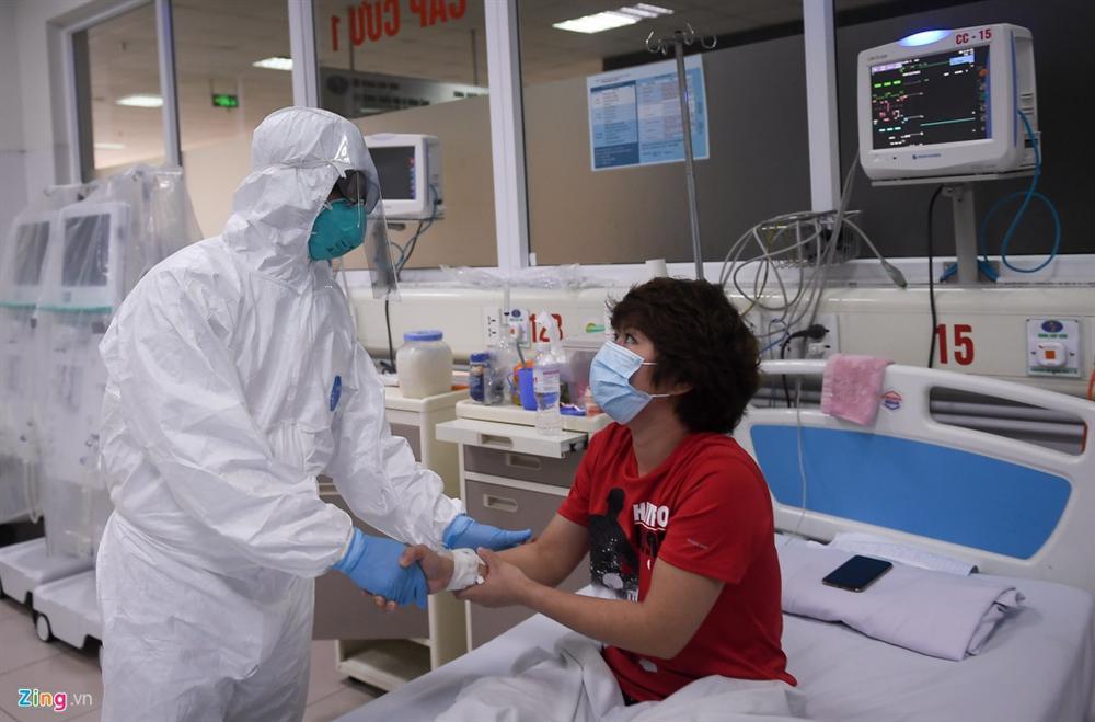 Điều dưỡng BV Bạch Mai mắc Covid-19: Tôi bị sốt, xin làm xét nghiệm-1