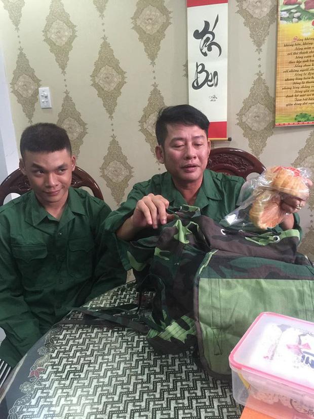 Nghệ sĩ Tấn Beo tiễn con trai tham gia tuyến đầu chống Covid-19: Con trai ơi, hoàn thành nghĩa vụ về ba dẫn đi ăn-1