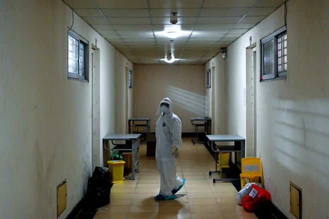Thợ săn Covid và cuộc sống đằng sau của những lá chắn sống ngăn SARS-CoV-2 ở Hà Nội-5