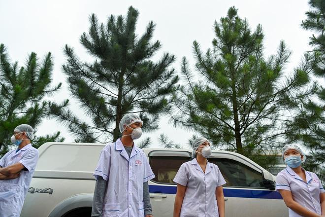 Thợ săn Covid và cuộc sống đằng sau của những lá chắn sống ngăn SARS-CoV-2 ở Hà Nội-15