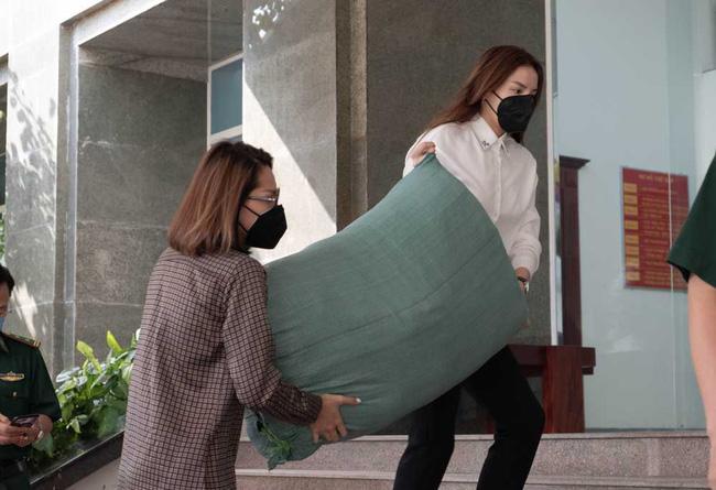 Sau hàng loạt sao Việt, Hoa hậu Kỳ Duyên cũng đã có hành động ý nghĩa này gửi tới các chiến sĩ biên phòng giữa mùa dịch-2