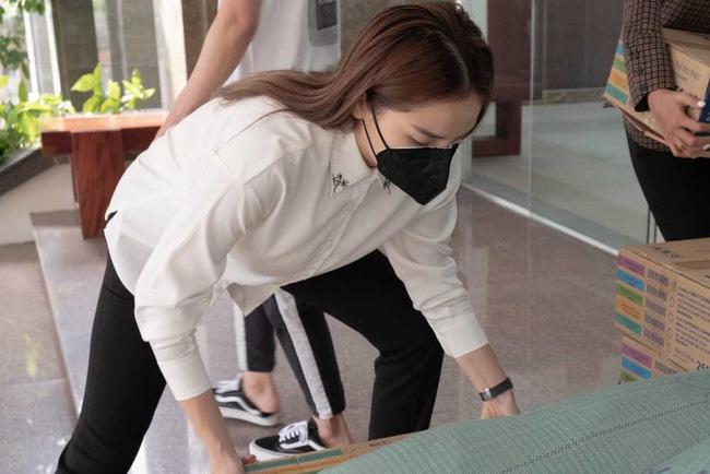Sau hàng loạt sao Việt, Hoa hậu Kỳ Duyên cũng đã có hành động ý nghĩa này gửi tới các chiến sĩ biên phòng giữa mùa dịch-3